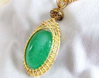 PENDANT,  Gold Wirewoven Pendant with Emerald Color Agate