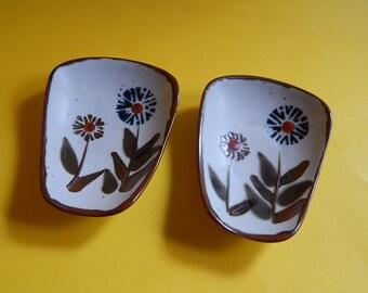 2 Otagiri Ceramic Pottery Flower Painted Scoop Bowls/Plates