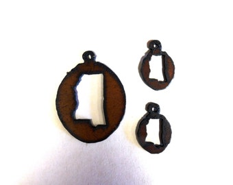 Mississippi Charm and matching earrings set made out of rusted metal