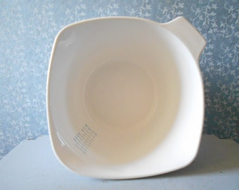 Large Pyroflam mixing bowl , 2 LITERS measuring or mixing bowl , Pyroflam corning ware blue. 60's milk glass dishes made in the Netherlands