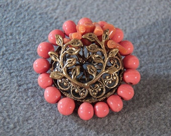 Vintage Goldtone Pin Brooch in a Round Shape with Coral-colored Acrylic Beads   **RL