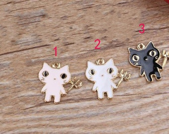 10 pcs of antique gold color demon cat charm pendants 17x18mm