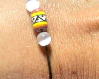 Adjustable elastic bracelet with a Peruvian ceramics