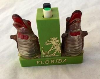 Vintage Florida Souvenir Alligator Push Button Salt and Pepper, Fla Gator Push Button S & P