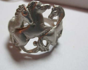 Ladies 3 horse stallion horse detailed neat sterling band