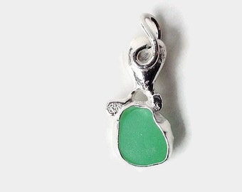 Green Sea Glass Pendant Bezel Set in Sterling Silver, Upcycled Mint Green Beach Glass, Gift for Wife, Recycled Jewelry, Beach Lover