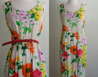 Vintage Water Color Flower Print Dress. Women's size Medium. Empire Waist Dress. 32 Inch Waist.