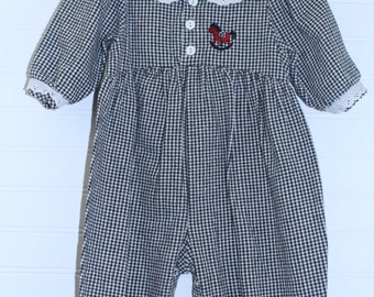 Vintage baby romper. Black gingham with white eyelet trim,Carters sz 9-12 mo