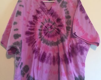 Size 2X tie dye medical scrub top. Pink purple and gray spiral on lavender.