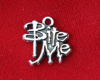 """5pc """"Bite me"""" charms in silver style (BC802)"""