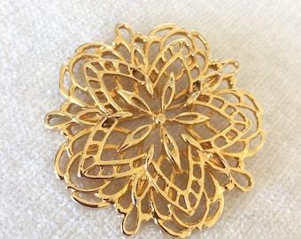 Gold filagree flower brooch