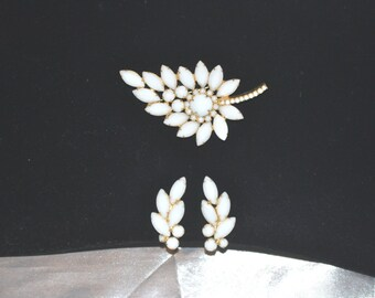 Vintage Juliana DeLizza Elster Milk Glass Leaf Brooch Earrings Demi