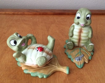 Porcelain Figurines Turtles with Pet Bugs - Homco Taiwan 1123