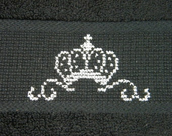 Gästehandtuch black, hand-embroidered with Crown, black or pink