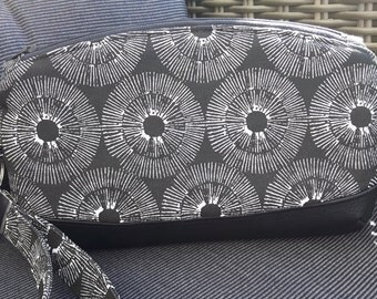 Wristlet / cosmetics pouch 'Clematis'