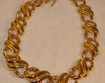 Lovely multi linked 1980 bib polished gold tone metal necklace.  Great retro classic perfect for any occasion or outfit.