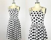 30 % Rabatt, Jahrestag der 1950er Jahre. schwarz / weiß gepunkteten Kleid. voller Rock und verstellbaren Trägern. extra klein