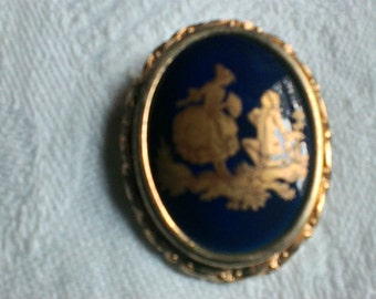 Brooch cameo style