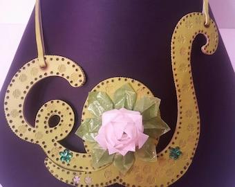 White lotus collier
