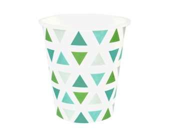 8 green triangles paper cups