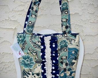 Ruffled tote/diaper bag