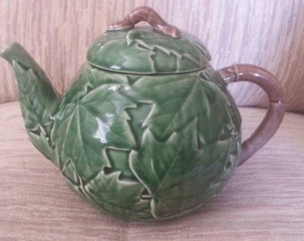 Bordallo Pinnheiro Tea Pot