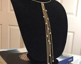 Choker with gokdpkated chain and pearls.