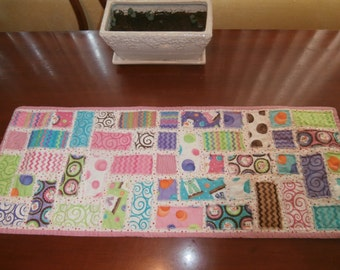 Table Runner - Frayed Table Runner - Pinks - Happy Snowmen - Marshmallows - S'mores Snowmen on White Fabric with Multi-colored Polka Dots