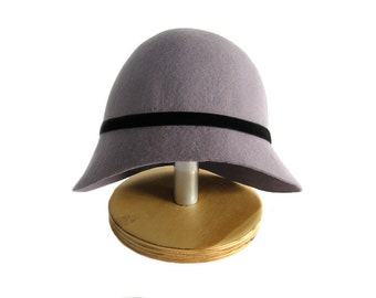 Hat cloche Odette in purple felt
