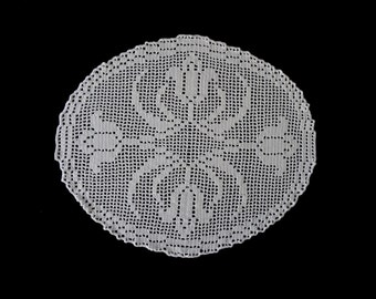 Vintage handmade crocheted table centerpiece doily -- white crocheted doily with tulips -- 17x15 inches / 43x38 cm