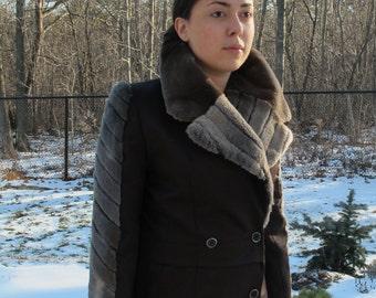 Women's Fur Coar/ Fur Collar /Details/ Sleek Look