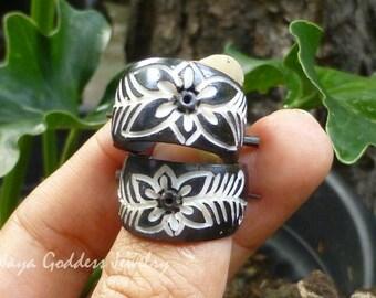 Carved Horn Flower Earrings BE-102-MB