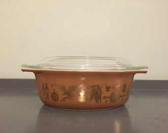 25% SALE *** Pyrex Early American Oval Decorator Casserole Dish  #043, 1.5 qt.