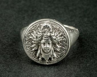 Thin ring Medusa Silver (head of Medusa / Gorgon / antiquity)