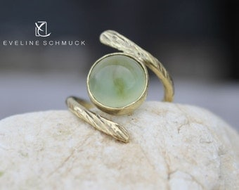 Fine gold ring with jade green jade brass ring
