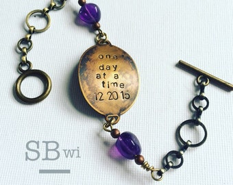 Sobriety bracelet in bronze and copper with amethyst details