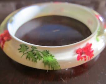 Vintage Resin and Embedded Flowers Bangle Bracelet