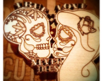 Sugar skull couple brooch