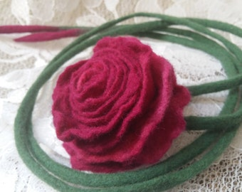 Felt necklace.Necklace of wool.Bib necklace.Poppy necklace.Natural wool.Wet felting.Felt .Wool.Felting.Felt flower.