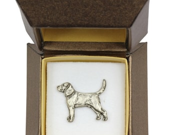 NEW, Beagle, dog pin, in casket, limited edition, ArtDog