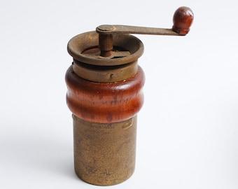 Vintage small mechanical Salt or Pepper Mill, brass wood (Art.C0173)
