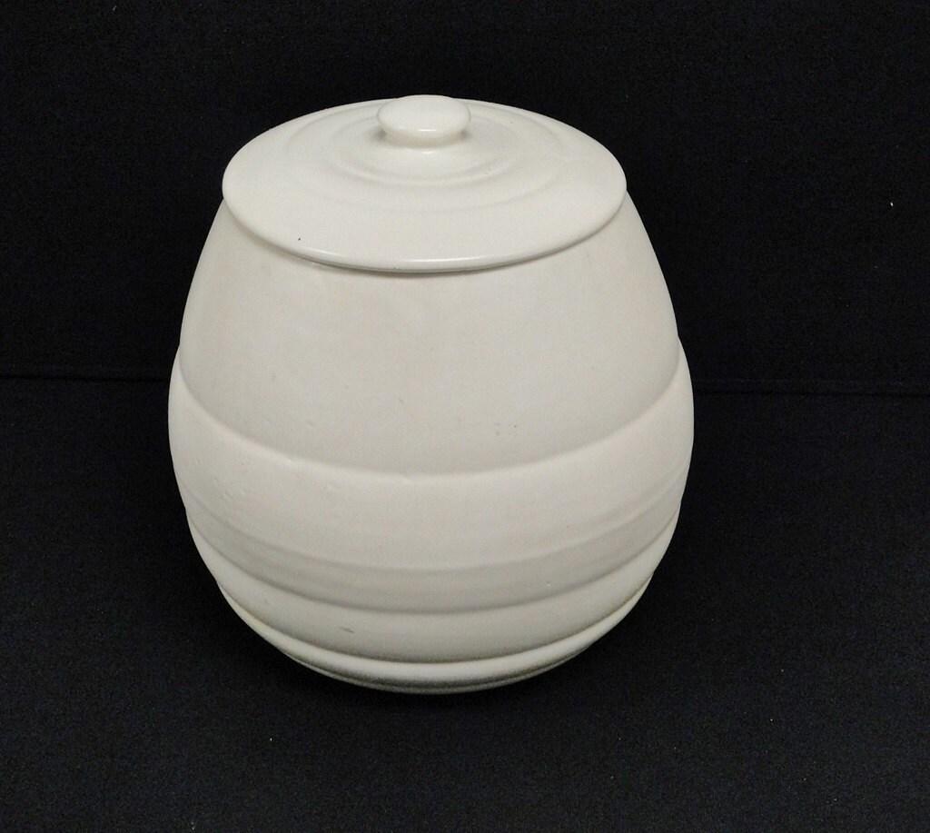 Large vintage bauer pottery ringware beehive cookie jar treat - Beehive cookie jar ...