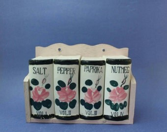 Beutiful Pink Spice Rack, Salt and Pepper, Paprika and Nutmeg