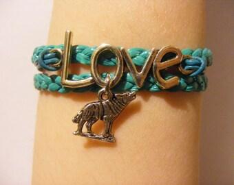 Wolf bracelet, wolf jewelry, fashion bracelet, fashion jewelry, leather wolf bracelet, leather wolf jewelry, wildlife bracelet