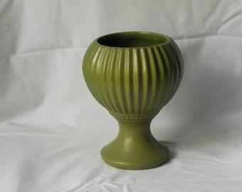 Floraline McCoy 407 USA Avocado Pedestal Vase