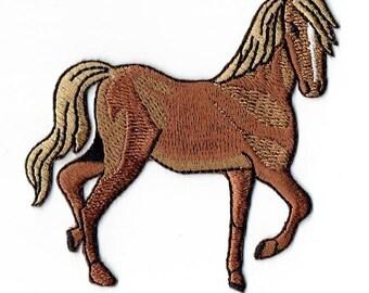 Tan Horse Facing Right Iron on Applique 695879AR