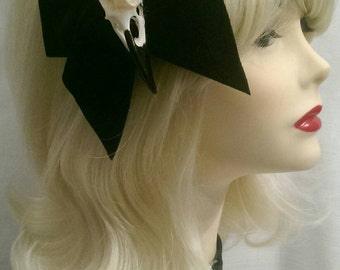 XL velvet bow with crow skull fascinator