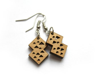 Geometric wood earring, triangle pattern, Architecture pyramid pyramidal, modern jewel, chic jewellry, original and trendy, woman present