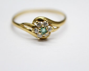 NEW PRICE Beautiful Vintage 18 Carat Gold Emerald Cubic Zircon Ring.