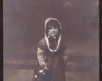 Little girl in traditional clothing - Children RPPC photo postcard, Belgian 1912 picture - Collectible vintage portrait photograph (V14-40)